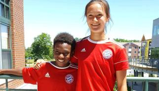 Aki Yuasa (2002) and Malik Akin (2006) at the FC Bayern Residential ID Camp